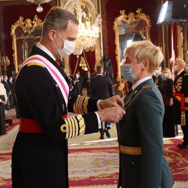 felip medalla mujer soldado CR
