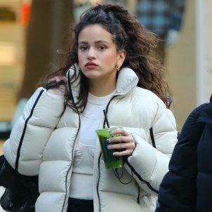 Rosalía en Nueva York tomando batido GTRES