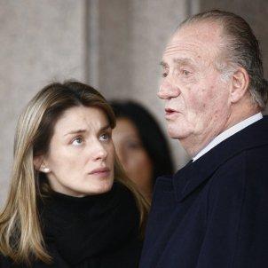 letizia mira a Juan Calros funeral erika GTRES