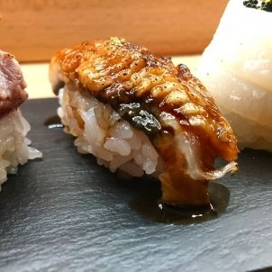 Sushi niguiri de anguila