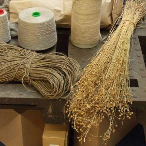 Flachsstroh Garn Vlies und Seil