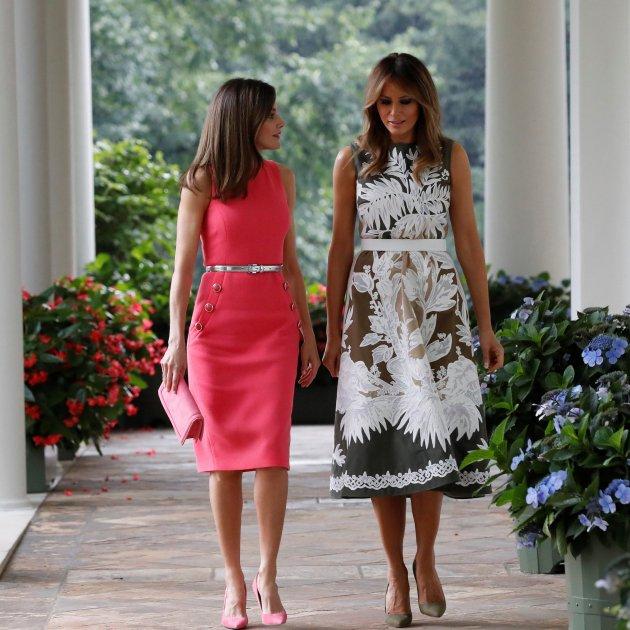 1d11bc1d7 El ridículo de Letizia  escoge un vestido que Melania ya había llevado