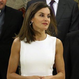 Leticia vestit blanc acte 2  EFE