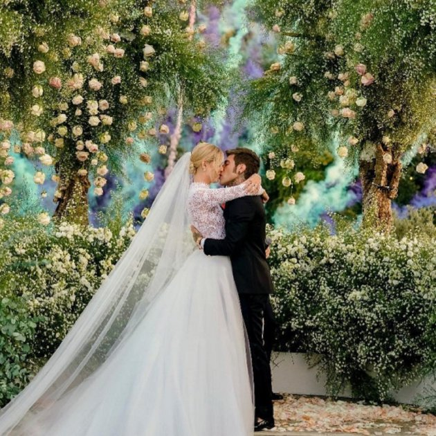 a8d9b3779 La espectacular boda de cuento de Chiara Ferragni y Fedez paraliza ...