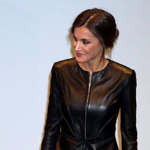 leticia vestit cuir negre GTRES