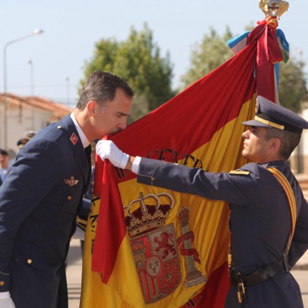 felip besa bandera CasaReal