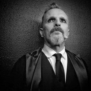 Miguel Bose misterioso @miguelbos