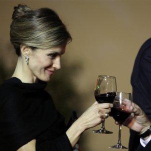 leticia brindant amb vi gtres