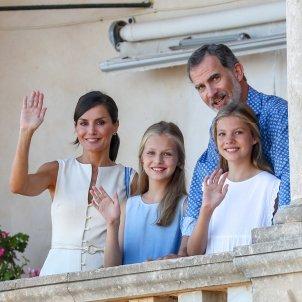 familia reial saluda