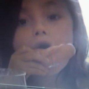 Anna Castillo menjant nena @nanitita