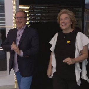 Pilar Rahola Josep Cuní entren plató FAQS TV3