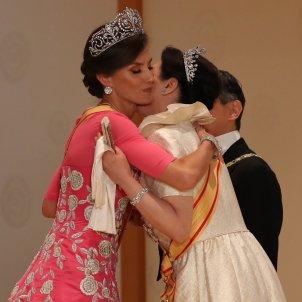 leticia abraça emperadriu japo GTRES
