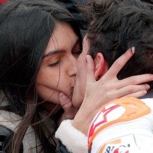 Marc Márquez petó Lucía Rivera EFE