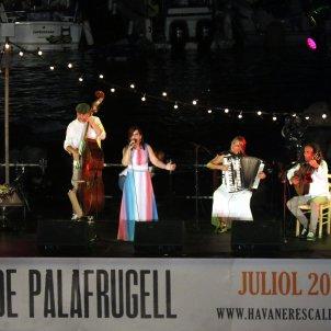 La cantant Neus Mar durant la 53a edició de la Cantada d'Havaneres de Calella de Palafrugell 2019 ACN