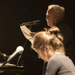 Francesc Parcerisas llegeix un poema a l'homenatge al Price dels Poetes/Ingrid Ferrer