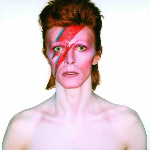 Bowie portada for Aladdin Sane, 1973. Photograph by Brian Duffy. Photo Duffy © Duffy Archive & The David Bowie Archive