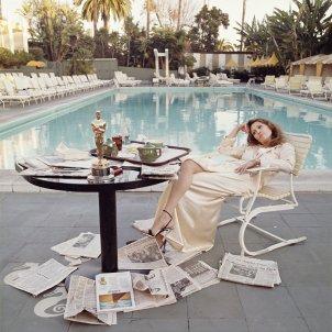Faye Dunaway l'endemà de rebre l'Oscar. Beverly Hills, 1977 ©Terry O'Neill 2016