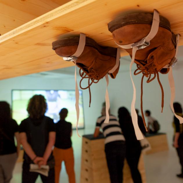 Imatge de l'exposició Soc Vertical, de Gideonsson Londre, a la Fundació Joan Miró. Cicle Espai 13 2017-2018 La possibilitat d'una illa, a cura d'Alexandra Laudo.  © Fundació Joan Miró, Barcelona. Foto: Pere Pratdesaba