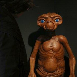 un ninot que recrea E.T. a l'exposició 'El joc del cinema'. Mar Vila