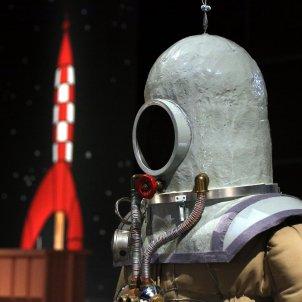 Rèplica d'una escafandre a la mostra 'Tintin i la Lluna'. Pere Francesch ACN