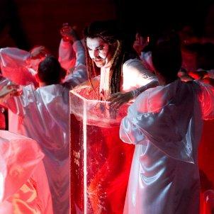 Instant de la representació de 'Carmina Burana'. La Fura dels Baus