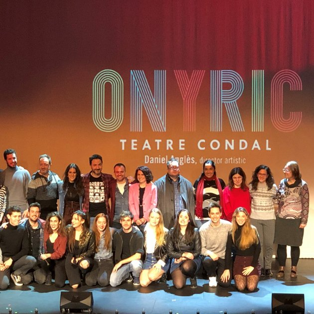 Fotografia de grup dels principals cantants de 'Rent' amb Daniel Anglès al centre. Onyric Teatre Condal