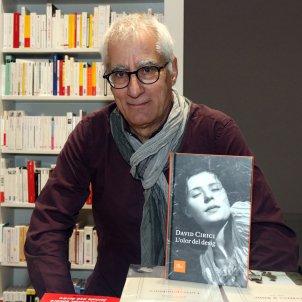 L'autor de 'L'olor del desig', David Cirici, a la llibreria Jaimes. Pere Francesch ACN