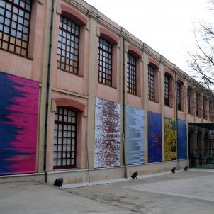 FineArt Igualada Pla general de la mostra 'Electro-teixits' de Marta Guitart a la façana del Museu de la Pell. Imatge del 19 de febrer del 2019