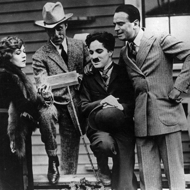 Chaplin i d'altres fundadors de la United Artists