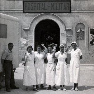 mamàs belgues Sven Tuytens delante hospital