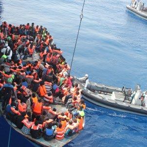 'L'arxipèlag del Gos' Rescat de refugiats a la Mediterrània, juny 2015. Forces Defensa Irlanda