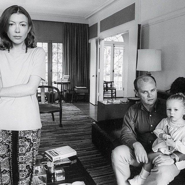 Joan Didion, el seu marit i la seva a la casa de Los Ángeles, 1968. JULIAN WASSER  CORTESIA DE NETFLIX