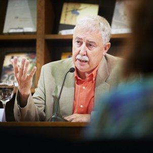 © Biblioteca de Catalunya. Oriol Miralles. Conferència sobre Jacint Verdaguer a càrrec de Narcís Garolera i amb presentació de Núria Altarriba. Biblioteca de Catalunya. Dilluns 16 de juny de 2014.