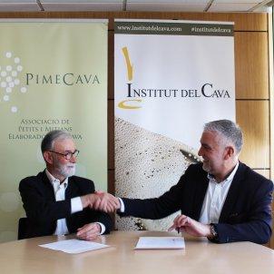 EuropaPress 2654495 El presidente del Institut del Cava Damià Deàs y el presidente de Pimecava Pere Guilera firman un acuerdo de unión entre las dos entidades el 17 de febrero de 2020
