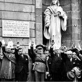 El regim franquista ordena la depuració del nomenclator de Barcelona. Foto de les autoritats franquistes de la ciutat (1939). Font FAVB