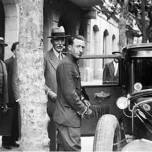 La justícia espanyola retira els càrrecs contra Francesc Macià. La policia espanyola i Macià (1930). Font Fototeca de la Generalitat