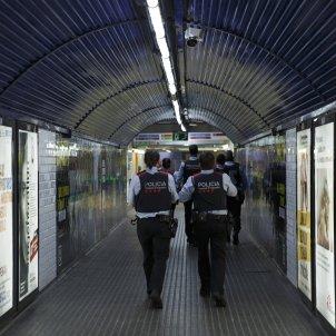 Ferrocarril tmb plaça catalunya coronavirus barcelona Policia Mossos - Sergi Alcàzar