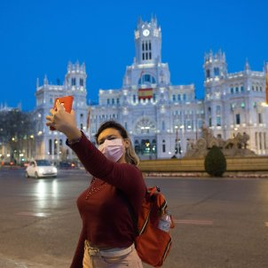 Mascareta fotografia selfie cibeles ajuntament Madrid Coronavirus - Efe