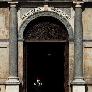 Mosso d'Esquadra Palau de la Generalitat mascareta - Efe