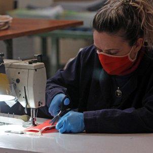 coronavirus mascareta treballadora - efe