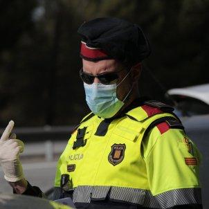 Control policial policia mossos d'esquadra mascareta coronavirus - Sergi Alcàzar