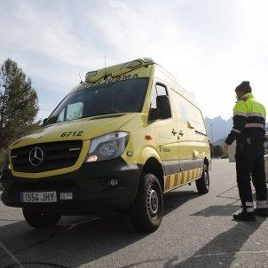 Control policial policia mossos d'esquadra Ambulancia salut emergència SEM mascareta coronavirus - Sergi Alcàzar