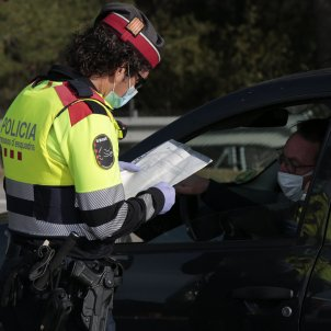 Control policial policia mossos d'esquadra permís treball justificant mascareta coronavirus - Sergi Alcàzar