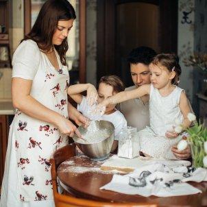 Familia jugar cuina (Elly Fairytale)