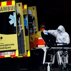 coronavirus hospital bellvitge neteja ambulancia   efe