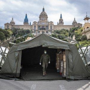 Coronavirus Militars exercit MNAC Plaça espanya instalacio creu roja sense sostre vulnerables - Sergi Alcazar