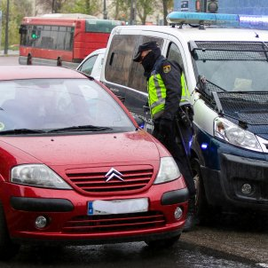 EuropaPress 2742988 militar ejercito agente policia nacional realizan controles trafico salida