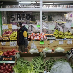 Coronavirus mascareta comerç fruiteria botiga gracia - Sergi Alcàzar