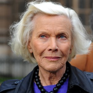 honor blackman goldfinger pussy galore james bond efe