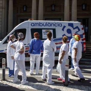 Infermeres sanitaris Hospital Vall Hebron Coronavirus ambulancia tot anira be - Sergi Alcazar